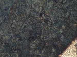 На фото - микроструктура азотированного слоя на стали, nanotechnology.org.ua