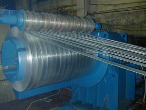 На фото - изготовление профильных труб из штрипса, profnastil.com