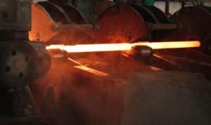 На фото - производство горячедеформированных труб с толстыми стенками, o-trubah.ru
