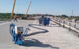 На фото - выравнивание бетонного основания дробеструйной обработкой, inpromtehnika.com.ua