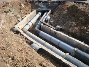 На фото -  безнапорная наружная канализация, gidpostroyki.ru