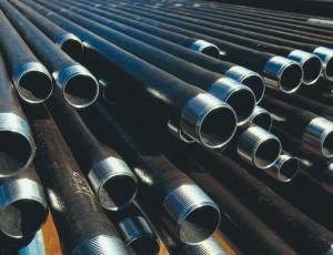 На фото - стальные канализационные трубы, kanalizaciyadoma.ru