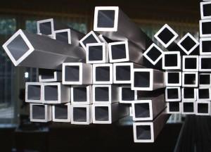 На фото - бесшовные горячедеформированные квадратные трубы ГОСТ 8639-82, o-trubah.ru