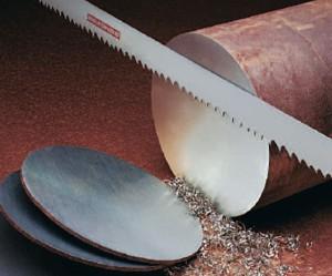 На фото - ленточная пила со стандартной разводкой зубьев, metal.nestormedia.com