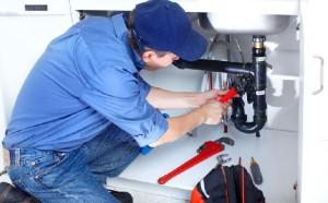 Ремонт канализационных труб в квартире своими руками – когда в нем возникает необходимость? фото