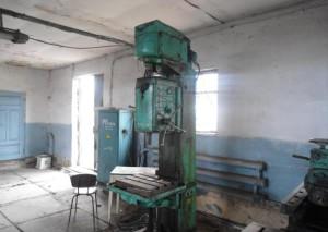 На фото - конструкция сверлильного станка 2А135, malenkie-sverla.uralkomplect.ru