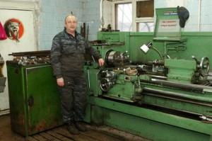 На фото - работа на токарном станке, metal-detal.ru