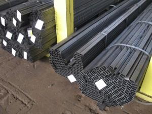 На фото - стальные прямоугольные трубы, evrazmetall.ru