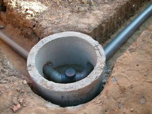 На фото - соединение канализационных труб, aquagroup.ru