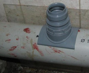 Как врезаться в канализационную трубу другими способами? фото