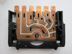 На фото - контакты из медной ленты, electrik.org