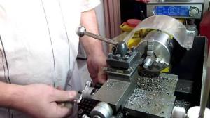 На фото - настройка токарного станка Корвет 400, youtube.com