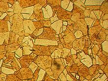 Фото поверхности латуни