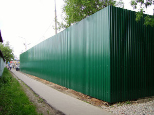 На фото - профлист для монтажа стен и заборов, tabalenka.info