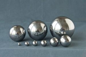 На фото - мелющие шары разного диаметра, krivoyrog.all.biz