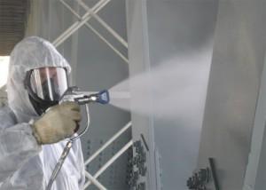 На фото - нанесение слоя цинкового защитного покрытия, skladovoy.ru