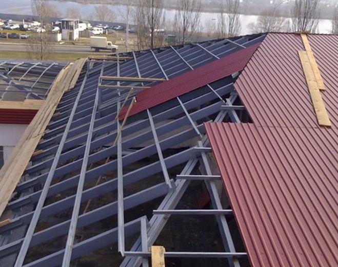 Монтаж крыши профнастилом своими руками видео