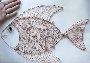 На фото - плетеная декоративная поделка из медной проволоки, comgun.ru