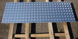 Рифленый лист – самый простой способ обезопасить передвижение