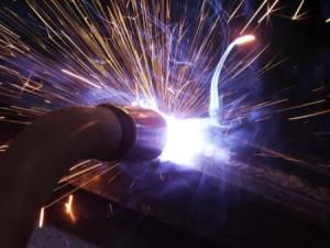 На фото - дуговая наплавка металла, nanolife.info