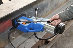 Фото работы магнитным сверлильным станком, tools-expert.ru