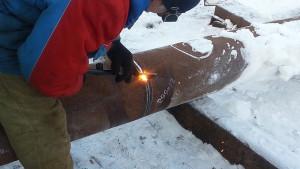 На фото - обработка металла газовым резаком, cgmv.ru