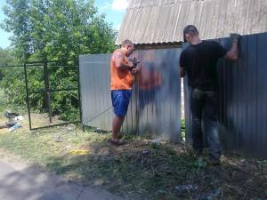 Фото крепления профлиста к металлическим прогонам шуруповертом, metal-market.com.ua
