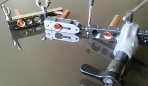 На фото - обработка труб инструментом для вальцовки, vsplit.ru
