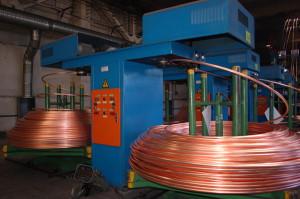 На фото - выпуск медной катанки для производства кабелей, gov.cap.ru