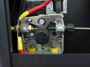 Фото автоматической подачи проволоки в инверторе-полуавтомате, vgaraje.su