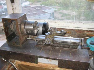 На фото - устройство самодельного токарного станка, saw-wood.ru