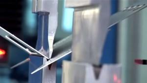 Фото процесса гибки металла в гидравлическом листогибе, promexcut.ru