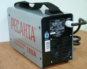 На фото - инвертор Ресанта САИ 160 для электродуговой сварки, toolcity.ru