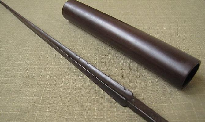 На фото - оксидная пленка коричневого цвета на стали