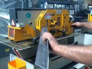 Фото обработки металла на пресс-ножницах, youtube.com