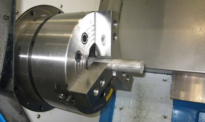 Кулачковый патрон на токарном агрегате