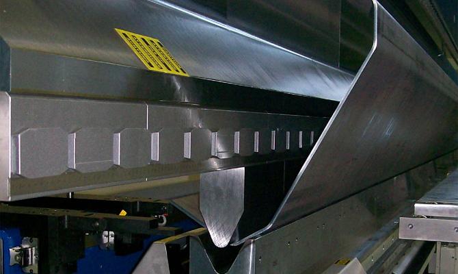 Контролируемая деформация металлического листа