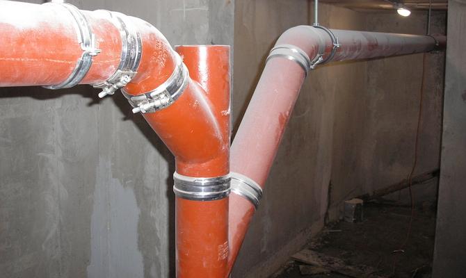 Установка канализационных элементов