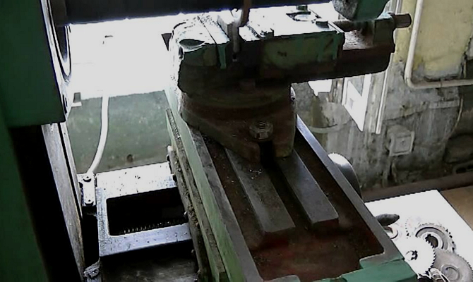 Передвигающийся в трех направлениях стол оборудования