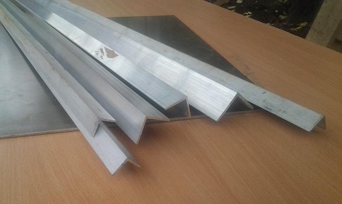 Виды стандартных уголков из цветных металлов – из алюминиевых и магниевых сплавов фото