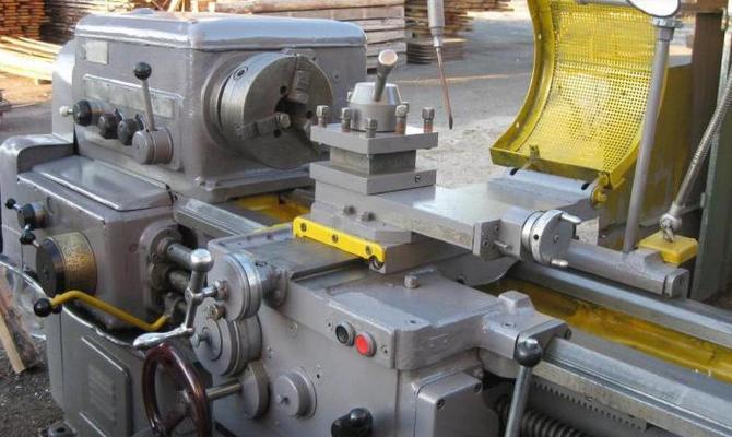 Электродвигатели – для работы токарной установки