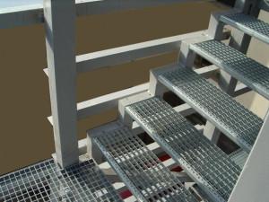На фото - стальные уголки для изготовления лестничных площадок, stalprom.ru