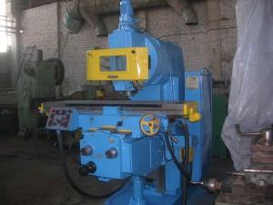 На фото - конструкция консольного фрезерного станка 6М13П, programm.uralkomplect.ru