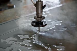 Фото гидроабразивной резки высоколегированной стали гранатовым песком, gibkorez.ru