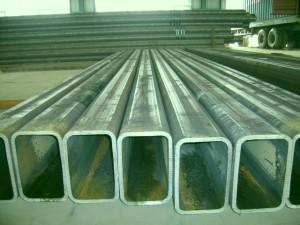 На фото - прямоугольная стальная труба толстостенная по ГОСТ, russian.alibaba.com