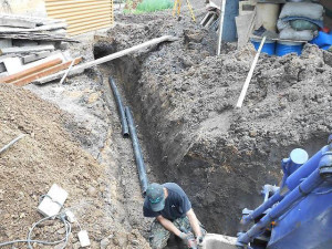 Фото укладки канализационных труб в траншею, vladivostok.farpost.ru
