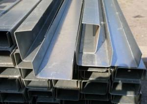 На фото - стальной гнутый швеллер ГОСТ, metstroy.net