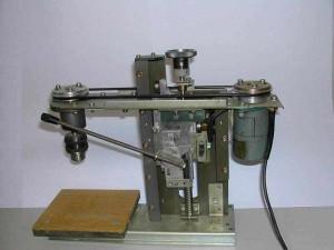 На фото - сверлильный станок своими руками, tokarnye-stanki.com