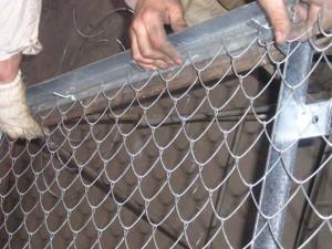 Процесс плетения сетки рабицы фото