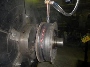 На фото - дуговая наплавка под флюсом легированной стали, weldsib.ru